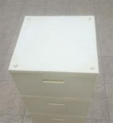 Теплая коробка для куботейнера Вармбокс плотно закрывается крышкой